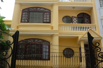 House for rent on Nguyen Huy Tuong street , Binh Thanh district .