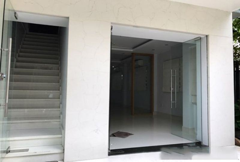 New house for rent in district 3 , Tran Quang Dieu street . Rental : 1800 USD. 4
