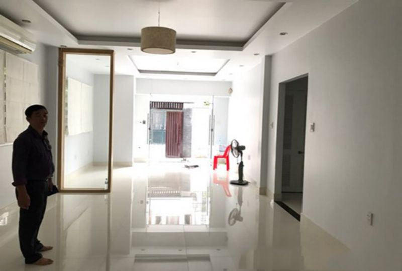 New house for rent in district 3 , Tran Quang Dieu street . Rental : 1800 USD. 5