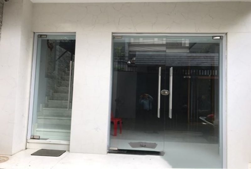 New house for rent in district 3 , Tran Quang Dieu street . Rental : 1800 USD. 6