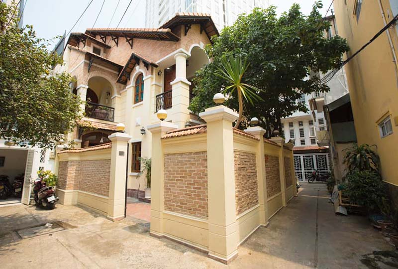 Villa for rent in District 3 Ho Chi Minh City next to District 1